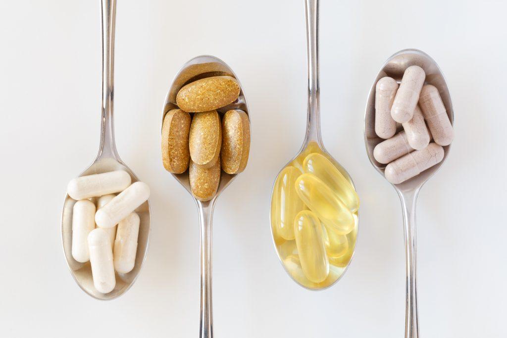 青蒿素除可醫治瘧疾外,亦可用於治療癌症及穩定腸道生態平衡。