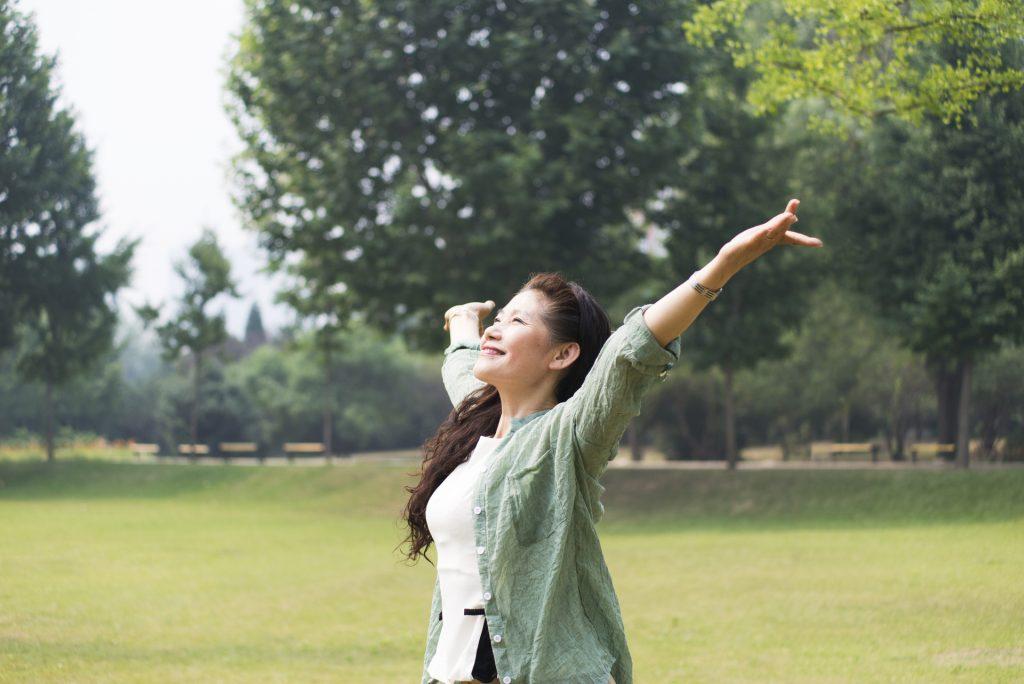 服用金雀异黄酮可舒缓女性更年期热潮红、盗汗、心悸等不适症状。
