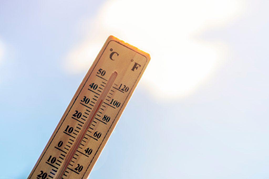 高温热疗是透过提升人体核心体温来破坏及消灭癌细胞。