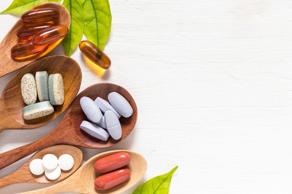 除天然食物外,亦可透过服用营养补充剂以提升人体机能