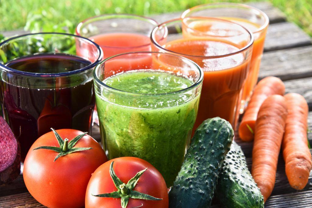 葛森疗法在饮食方面以有机蔬菜及鲜榨果汁为主。
